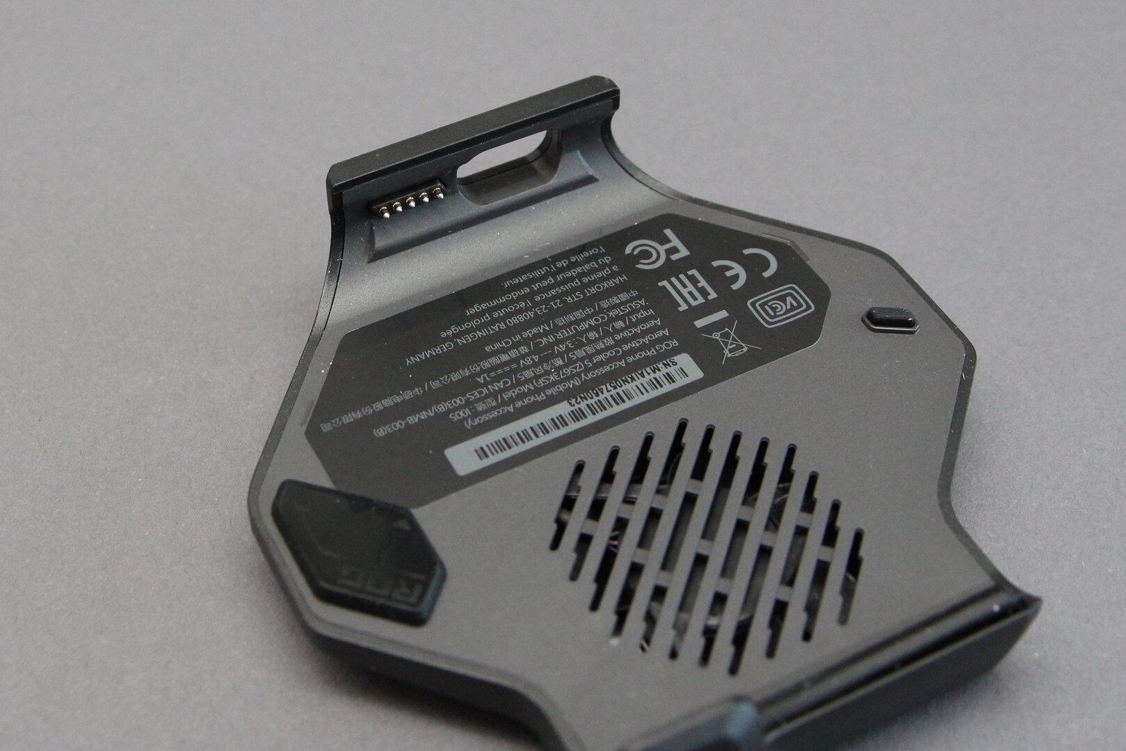 Asus AeroActive Cooler 5: 5 Pogo-Pins stellen die Verbindung her