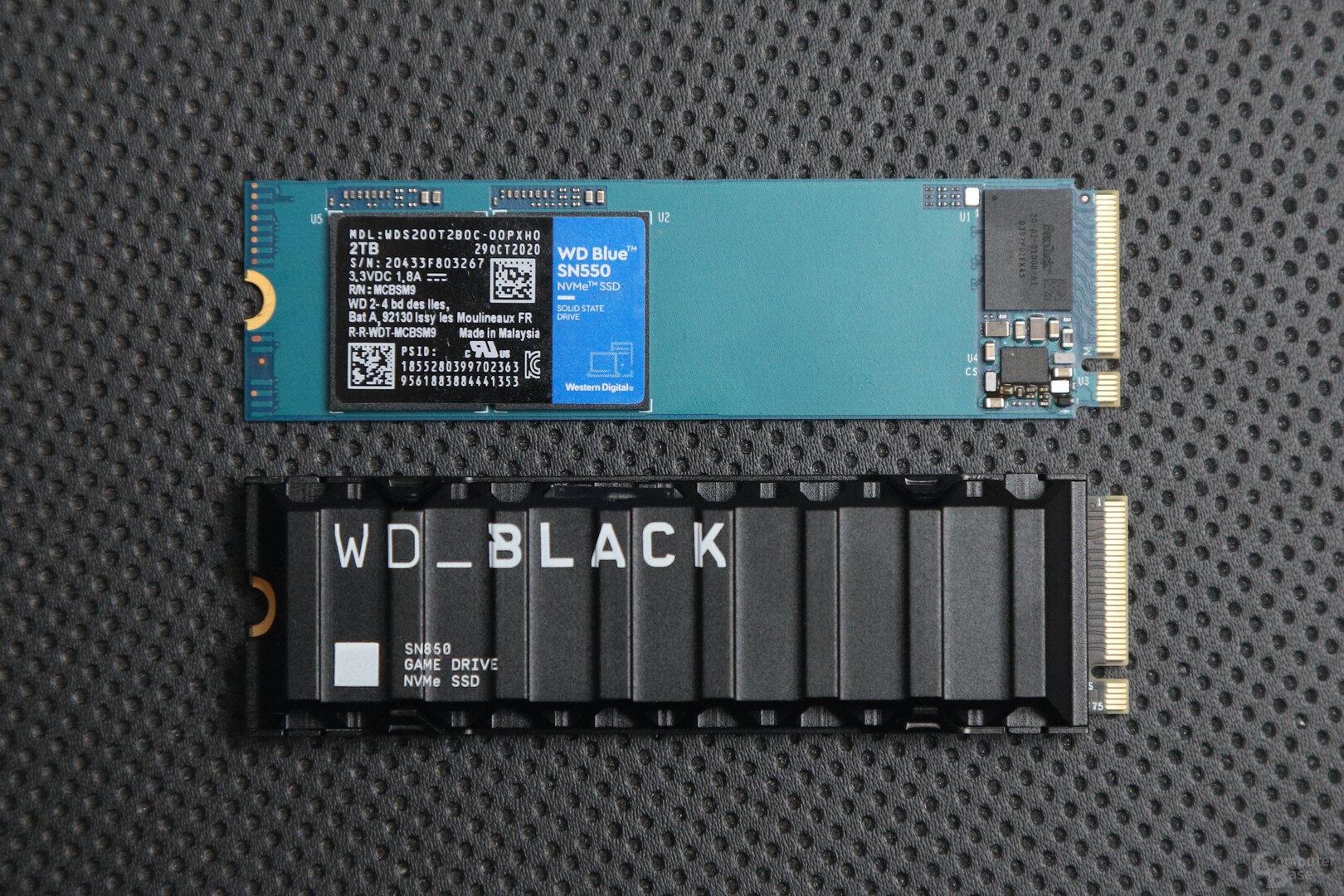 WD Blue SN550 (oben) und WD Black SN850 (unten)