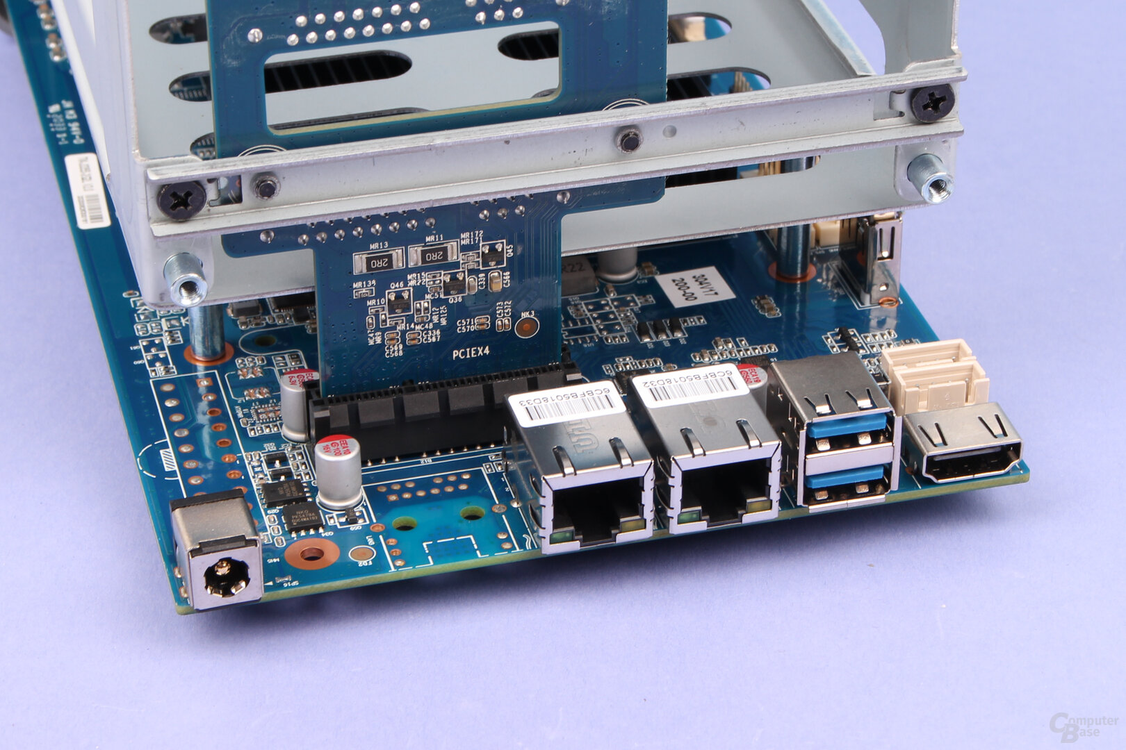 TerraMaster F5-221: USB und LAN sind von außen zugänglich
