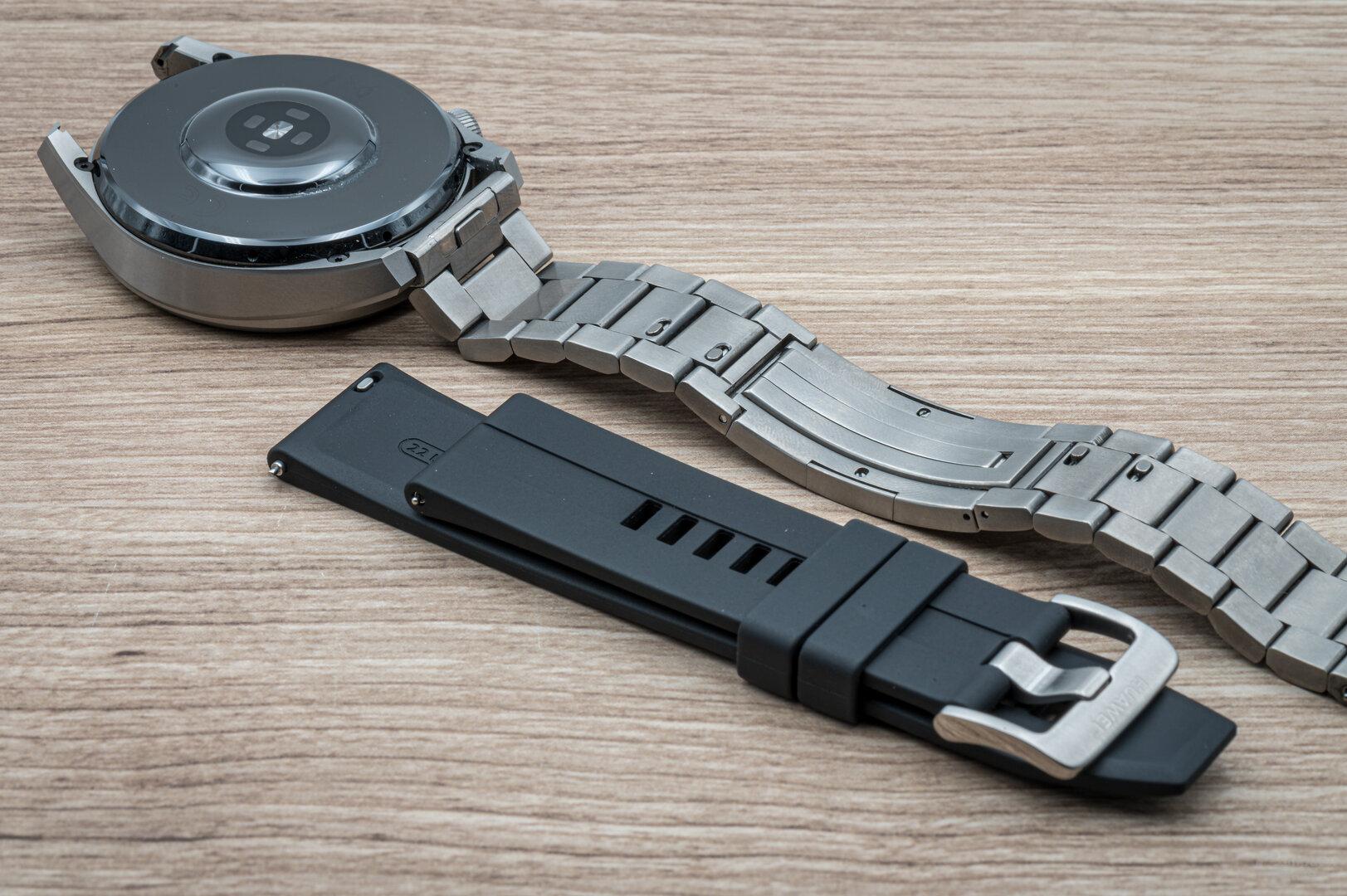 Huawei Watch 3 Pro im Test: Ein Silikonarmband ist mit dabei