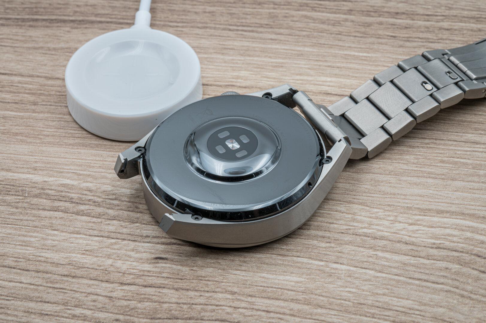Huawei Watch 3 Pro im Test: Kabelloses Ladedock