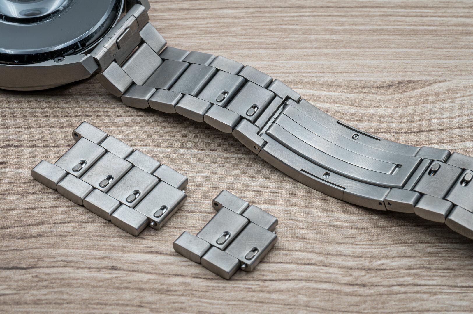 Huawei Watch 3 Pro im Test: Titangliederband kann selbst angepasst werden