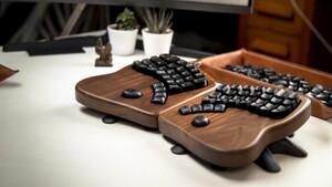 Keyboardio Model 100: Ergo-Tastatur aus Holz macht alles ungewöhnlich