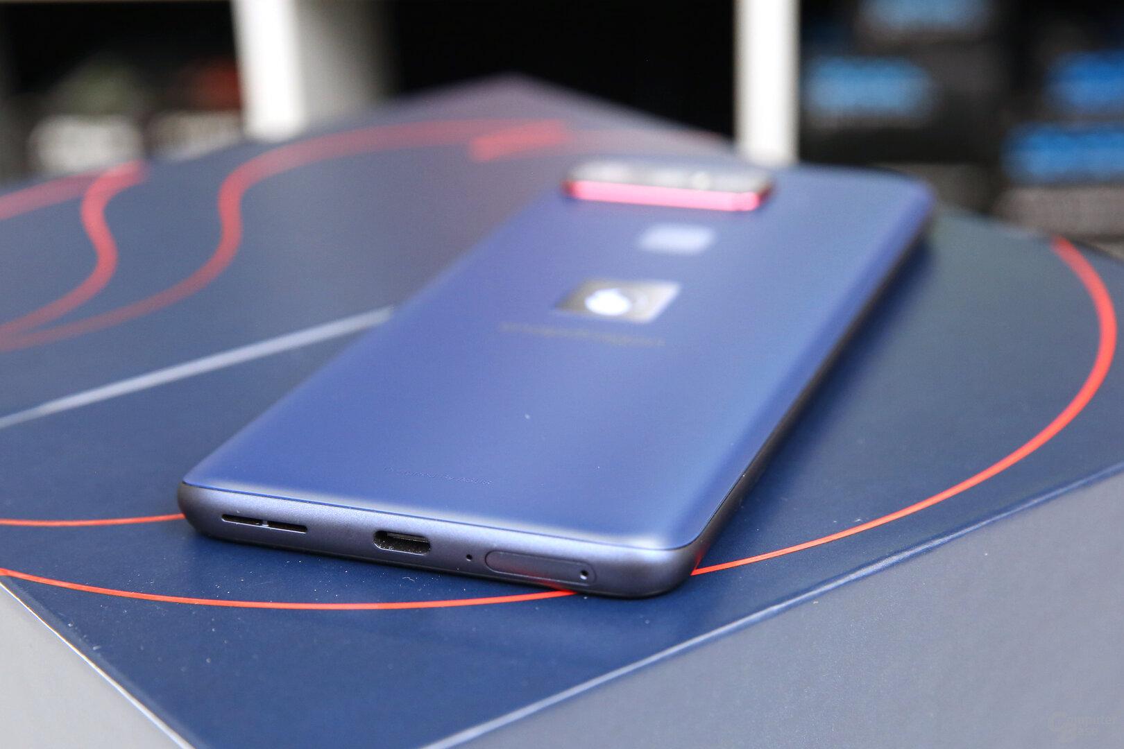 Dual-Nano-SIM und USB Typ C unten